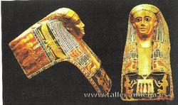 Sarcófago pintado sobre oro.